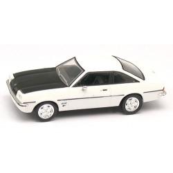 Opel Manta Coupé B blanche à capot noir
