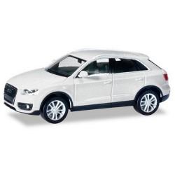 Audi Q3 blanc argenté metallisé