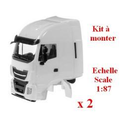 Set de 2 cabines Iveco Stralis avec déflecteur en blanc (kit à monter)