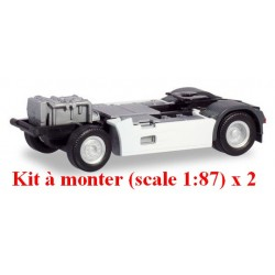 Set de 2 châssis Tracteur Renault T 2 essieux et caréné (kit à monter)