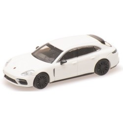Porsche Panamera Sport Tourismo Turbo  S (2017 ) blanche