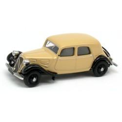Citroen Traction berline 11A de 1935 beige Maintenon et noire