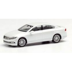 VW Passat B8 (2015) berline blanc orys avec effet perle
