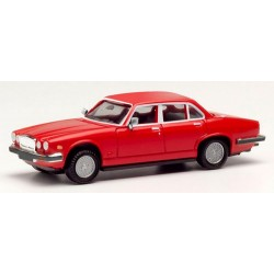 Jaguar XJ6 berline version '68 rouge