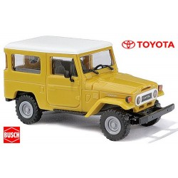 Toyota Land Cruiser J4 (1960) ocre jaune à toit blanc