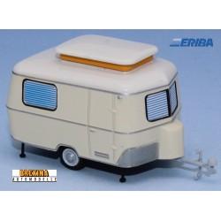 Caravane Eriba beige en position arrêt (1960)