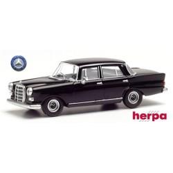 "MB 200 (W108 - 1965) berline 4 portes ""Heckflosse"" noire"