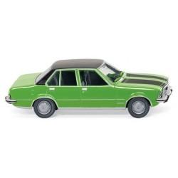 Opel Commodore berline B 1972 verte à capot et toit noir