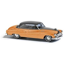 "Buick 50 ""De Luxe"" berline 2 portes orange à toit noir"
