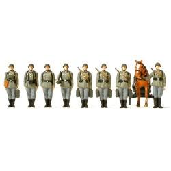 Set de 8 soldats, cheval et charrette alignés