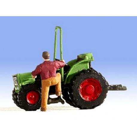 Mini-Tracteur avec conducteur montant à son bord