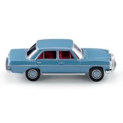 MB 200/8 (W114 - 1967) berline bleu ciel