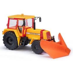 Tracteur  Fortschritt ZT323-A avec lame chasse-neige
